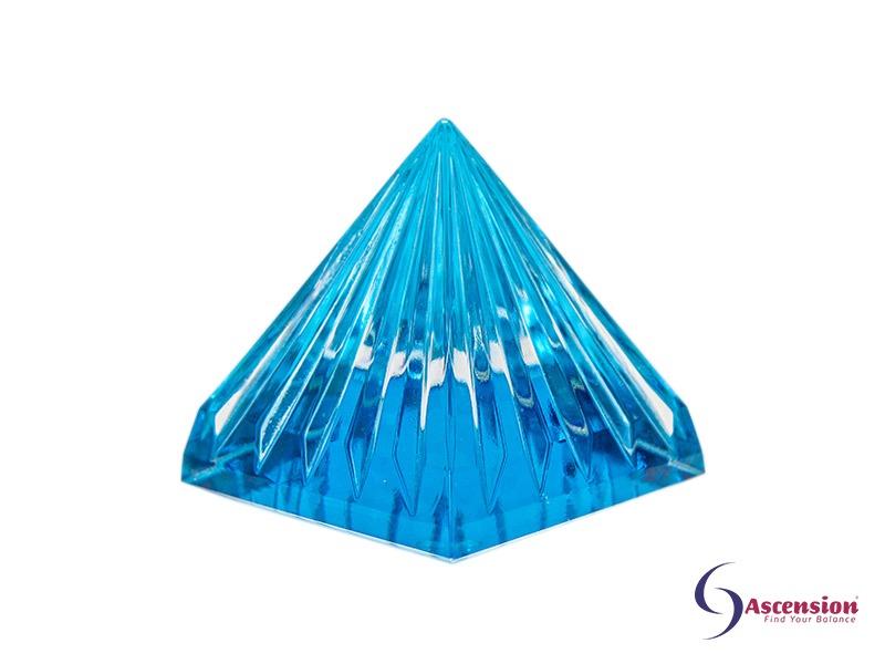 Geënergetiseerde licht van de sterren piramide aquablauw