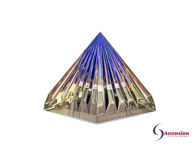 Geënergetiseerde blauwe piramide van Ascension