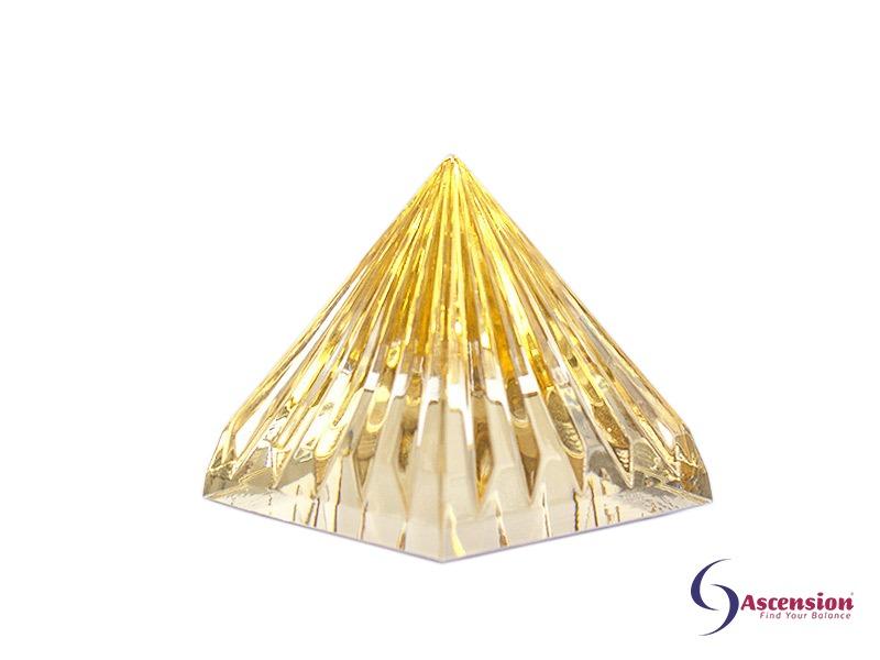 Geënergetiseerde goudkleurige piramide van Ascension