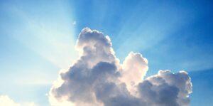 Lucht wolk zonneschijn