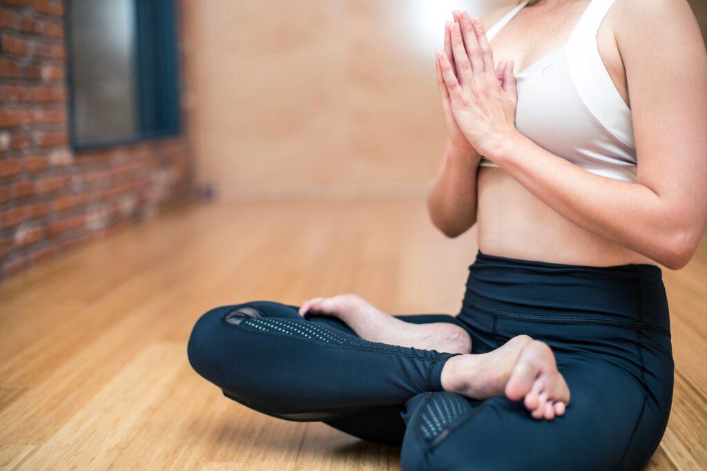lotushouding tijdens meditatie