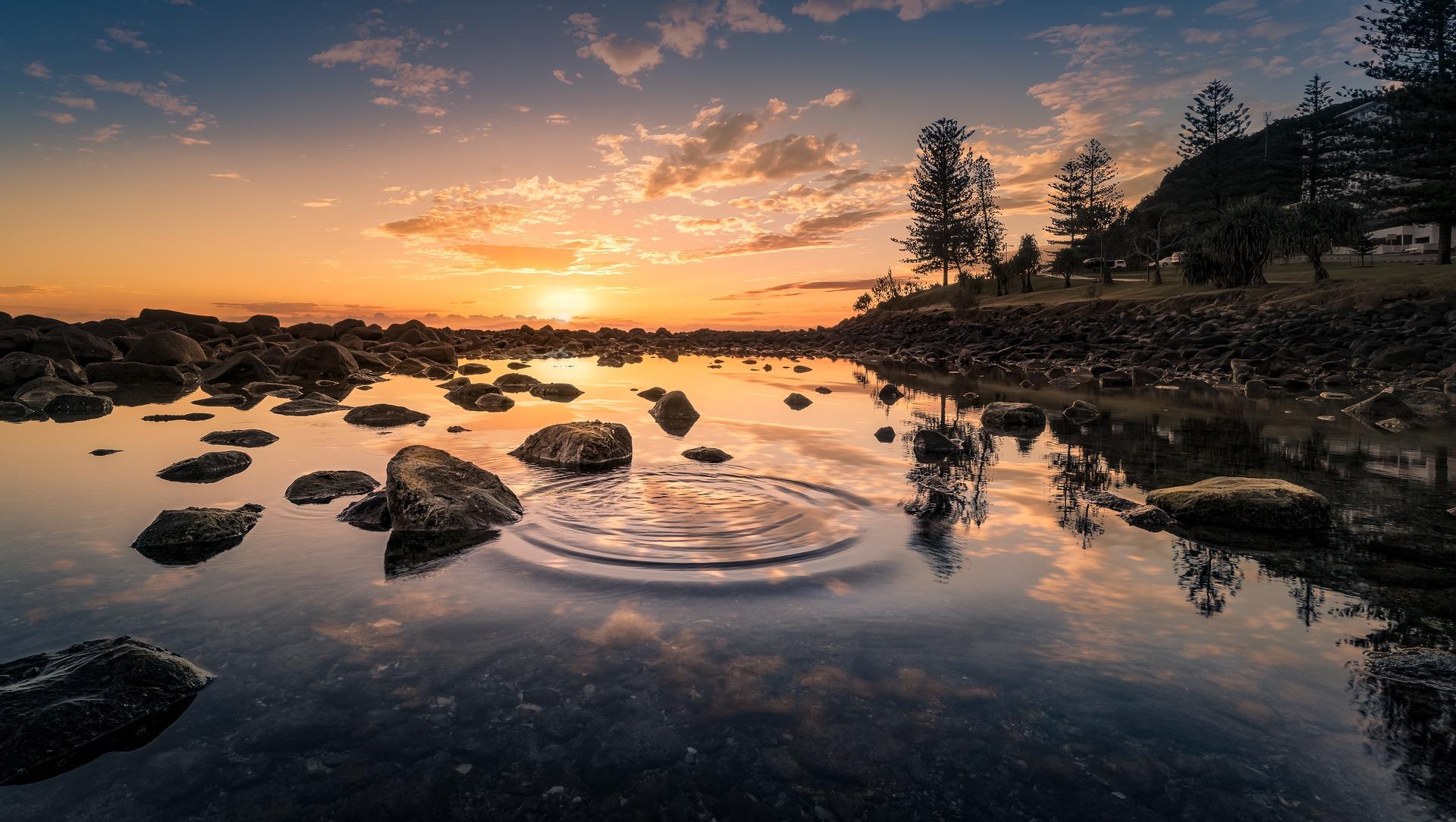 stenen in een meer